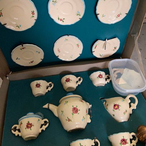 Set of games and crockery / doll's furniture  (sold as is)