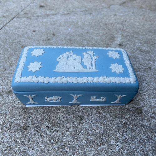 Little box in the taste of Wedgwood  9 x 4.5 x 3 cm  (sold as is)