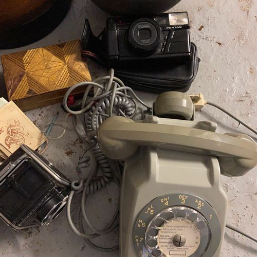 Set of trinkets including camera, vase, telephone...  (sold as is)
