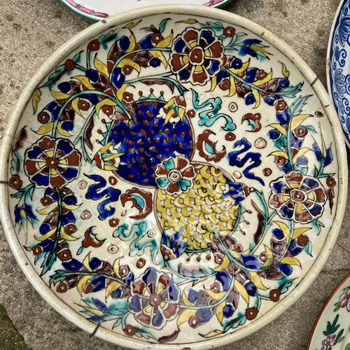 Lot of earthenware and porcelain including 7 plates with polychrome decorations,…