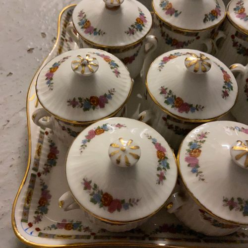Set of 12 small cream jars and their tray  (sold as is)