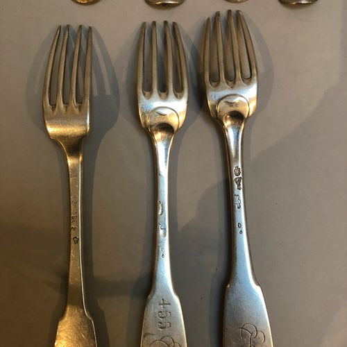 Single flat cutlery set: 10 spoons, 10 forks, 6 teaspoons and 1 stewing spoon  1…