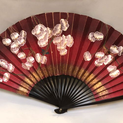 Lot of 14 fans, mainly wooden frames, paper sheets with gouache decoration, fabr…