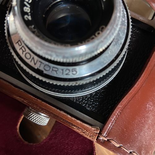 One VOGTLander color Lanthar 2.8/50 camera, promptor 125, one Riviera 300 Capac …