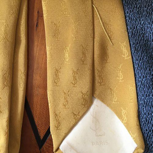 Lot de cravates dont Hermes, Lanvin, YSL ….  Vendu en l'état