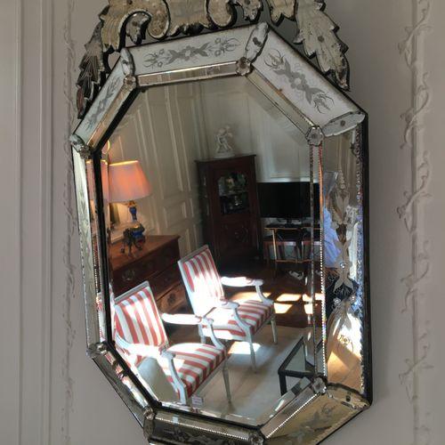 Miroir de Venise  Xxème  H : 122  L : 72 cm  Vendu en l'état  LOT AU GARDE MEUBL…
