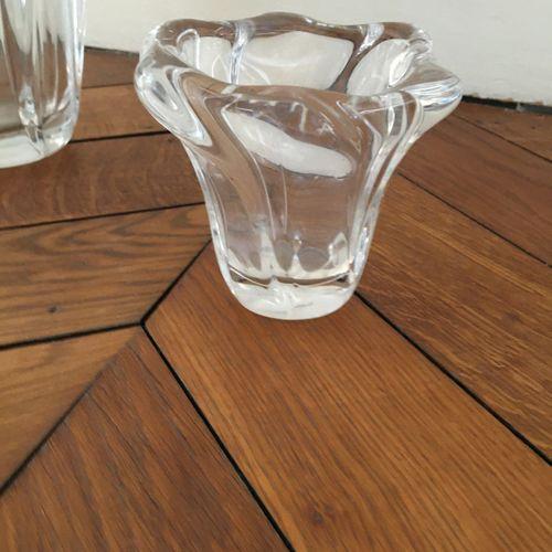 Deux vase dont un DAUM  Hauteur : 10,5 et 18 cm  Vendu en l'état
