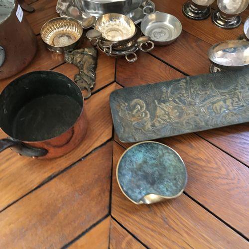 Lot de métal argenté, cuivre et étain  Le plus haut : 33cm  Ravier : Longueur : …