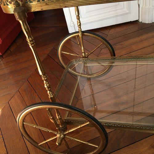 Table roulante en métal et verre  Long : 63cm  Larg : 40 cm  Hauteur : 74 cm  Ac…