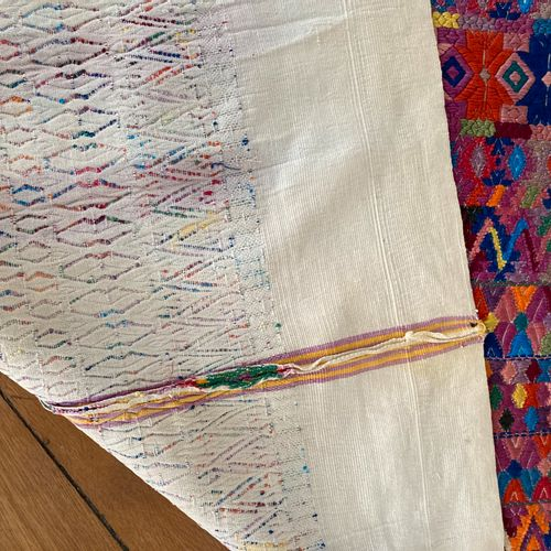 Vêtement traditionnel feminin dit« Huipile » du Guatémala, tissé  H = 120 cm  qu…