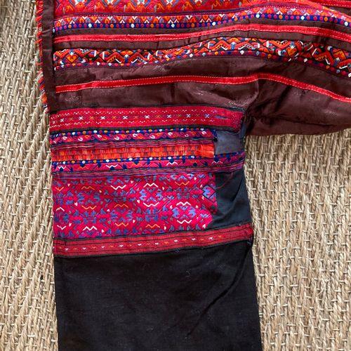 Costume de femme de l'ethnie Miao style Huangping, Chine  Veste et jupe  Lot ven…