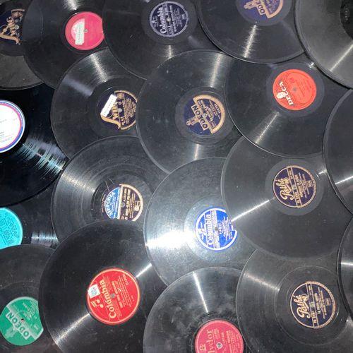 Lot de disques à microsillons pour gramophone et 33 tours et 45 tours et divers …