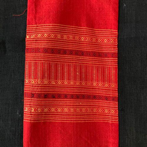 Chemin de table provenant du Laos en tissu  Lot vendu en l'état