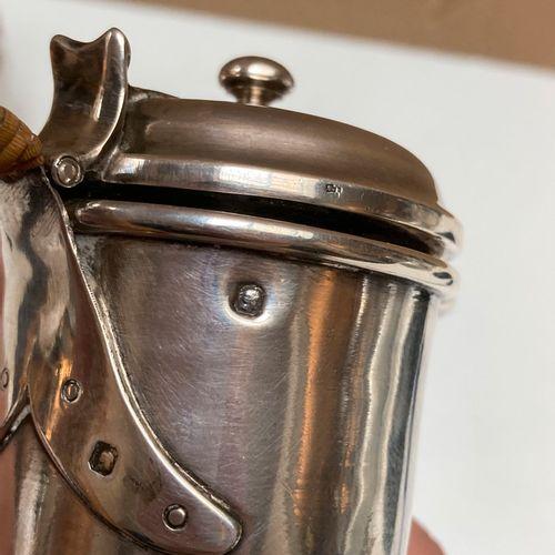 Lot comprenant :  Un Pot à lait en argent, côtes de melon.  Poinçon Vieillard.  …
