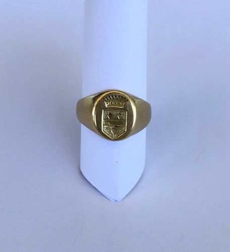 Yellow gold 18K 750 thousandths signet ring engraved with a coat of arms surmoun…