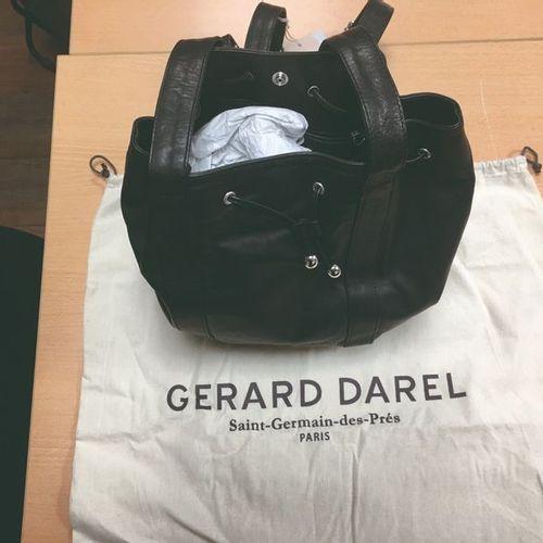 Sac à dos Gérard Darel Cuir de veau lisse pleine fleur Sac «St Germain des Prés …