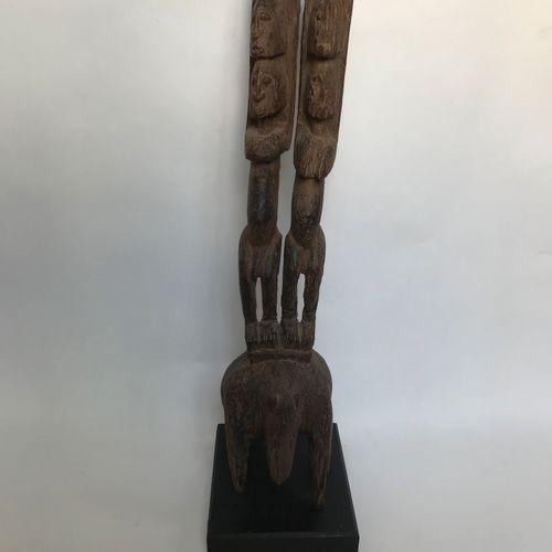 在河马背上的DOGON雕像夫妇(马里)。 古老的锈迹斑斑 意外和恢复手臂和腿部 H.58厘米