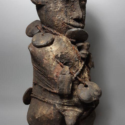 Afrique. Une impressionnant statuette Vaudou. On note l'abondance de la patine s…