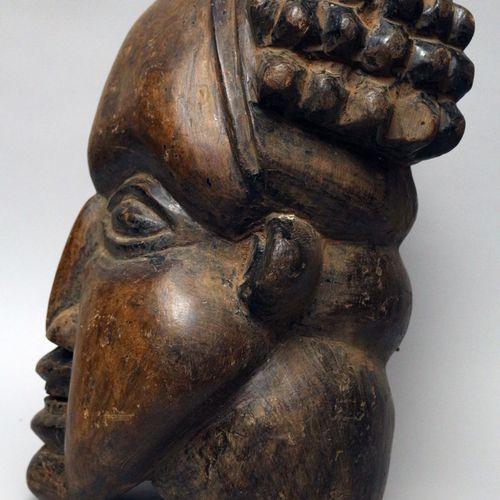 非洲。喀麦隆, Bamiléké 舞蹈面具。巴米莱克人是中非的一个民族,来自喀麦隆(西部地区)的草原地区,巴蒙人也生活在那里。他们生产的与各种崇拜有关的物品非常…