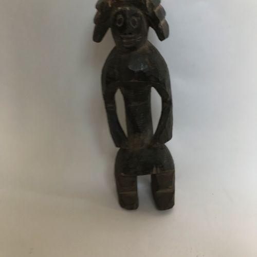 Petite statue MUMUYE en bois patiné H. 34 cm