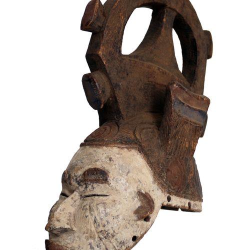 Afrique. Important masque Igbo remarquable par sa haute coiffe monumentale carac…