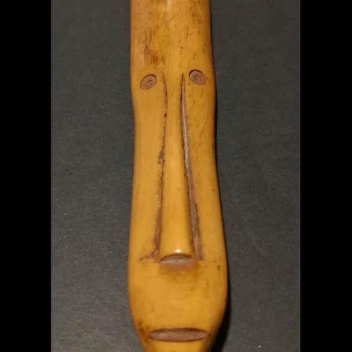 护照面具。西非。雕刻的骨头。约6/9CM。