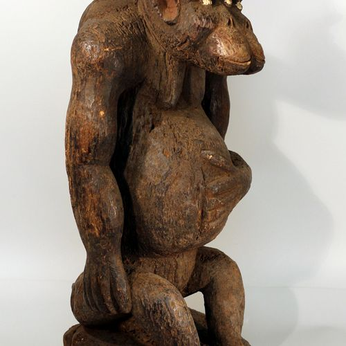Afrique. Importante et massive sculpture animalière d'un singe Bolo. H. Approx. …