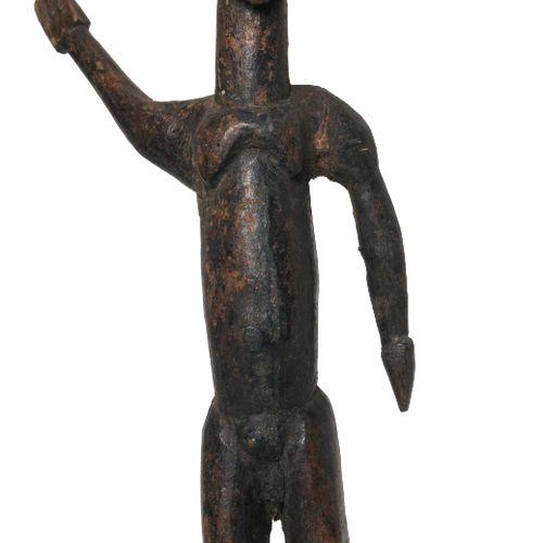 Afrique. Statuette Bateba du peuple Lobi, Burkina Faso. Personnage masculin dont…