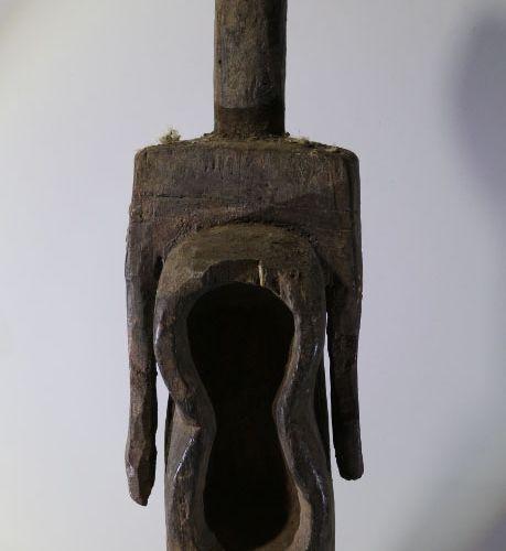 穆穆耶 卡里姆(带盒子)。尼日利亚 非洲。一个非常漂亮的穆穆耶 卡里姆雕像。漂亮的铜锈。穆穆耶族是一个西非人口,主要存在于尼日利亚东北部,贝努埃河以南,靠近喀麦…