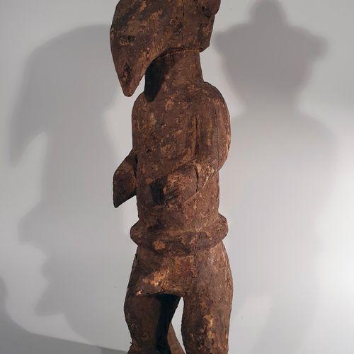 非洲。雕像,卡卡。尼日利亚,喀麦隆。木材和复合材料。卡卡人生活在尼日利亚和喀麦隆的边界上。这个小民族的艺术创作与曼比拉人、基卡人和姆本贝人的艺术创作有相似之处。…