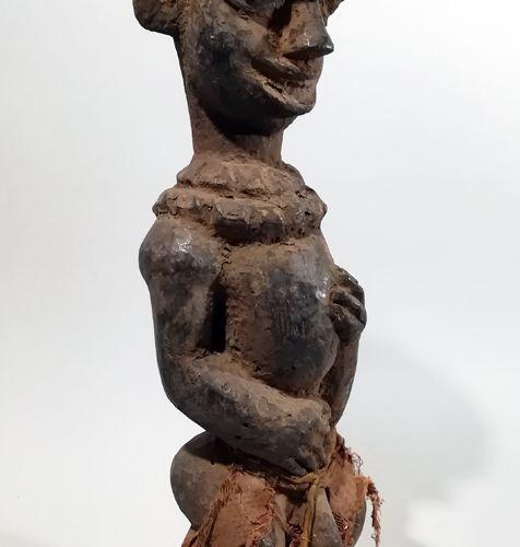 Afrique. Belle statuette Bamiléké. Cameroun. Dimensions : Hauteur approx. 47,5CM…