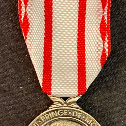 Monaco Labour medal, 1st class in silver, illegible hallmark, ribbon, in a 2nd c…