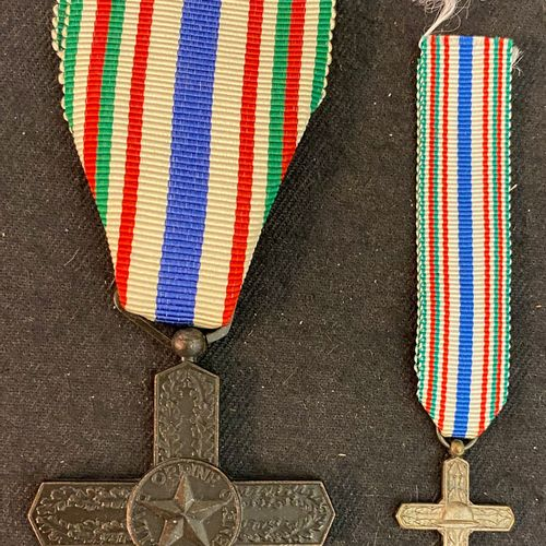 Italy Order of Vittorio Veneto, created in 1968, patinated bronze cross, with a …