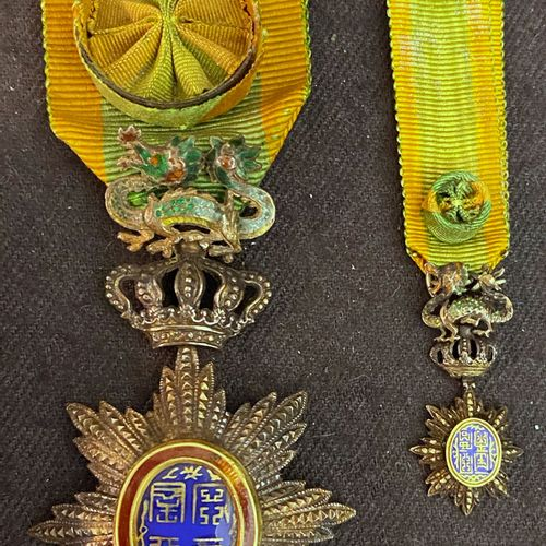 Annam Order of the Dragon, lot of two : a half size officer's jewel in vermeil c…
