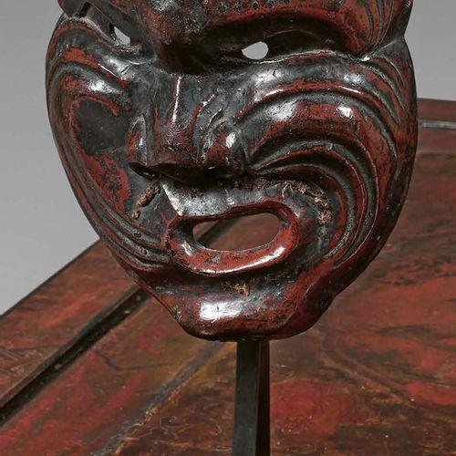 JAPON Fin de l'époque Edo (1603 1868) Masque de personnage grimaçant en bois laq…
