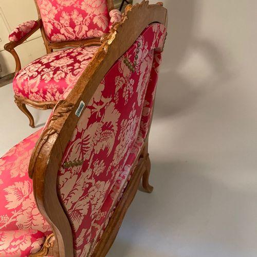 Paire de larges fauteuils à châssis à assise basse «coin de feu» et à dossier pl…