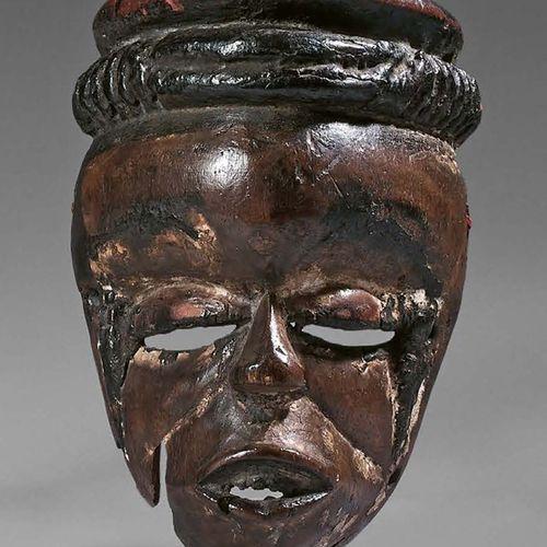 Masque elu Ogoni, Nigeria. Bois à patine brune, pigments noirs bitumineux. Haute…