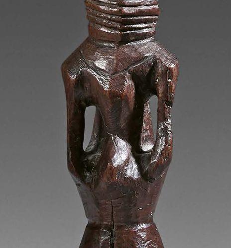 Statue Chamba (?), Nigeria. Bois à patine brune. Hauteur : 26 cm Effigie sculpté…