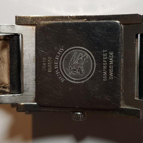 BURBERRY Montre homme Réf. Bu 1555, boîtier rectangulaire en acier. Mouvement à …
