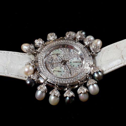 MEYERS. Montre dame, boîtier acier 35 mm. Lunette, calottes des perles et cadran…
