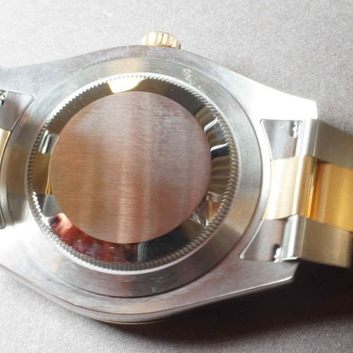 ROLEX. Datejust réf. 116333 des années 2010.Boîtier 41 mm à lunette cannelée fix…