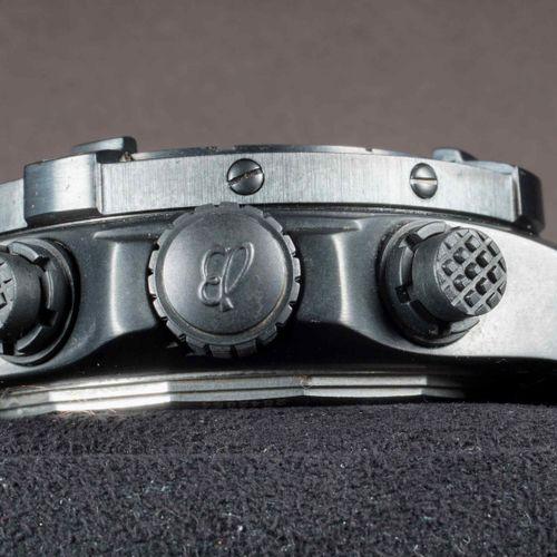 BREITLING AVENGER SKYLAND Chronographe Réf. M13380 de la fin des années 2000. Bo…