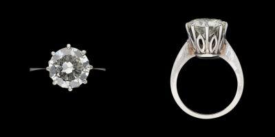Joaillerie. Bijou: Bague en or blanc agrémentée d'un diamant solitaire taille br…