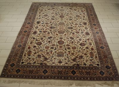 Travail persan. Tapis Tabriz.  Dim.: 305 x 426 cm.