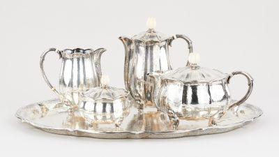 Travail français d'époque Art Nouveau. Argenterie: Service à café et à thé en ar…