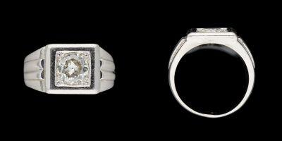 Joaillerie. Bijou: Bague d'homme en platine agrémentée d'un diamant taille brill…