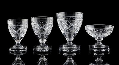 """VAL SAINT LAMBERT Verrerie: Service de verres en cristal clair taillé, modèle """"G…"""