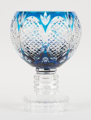 VAL SAINT LAMBERT. Verrerie: Coupe sur pied en cristal clair doublé bleu taillé,…
