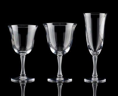 """Lalique (École française). Verrerie: Service de verres en cristal, modèle """"Barsa…"""