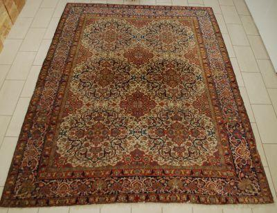 Travail iranien. Tabriz carpet.  Size: 360 x 274 cm.